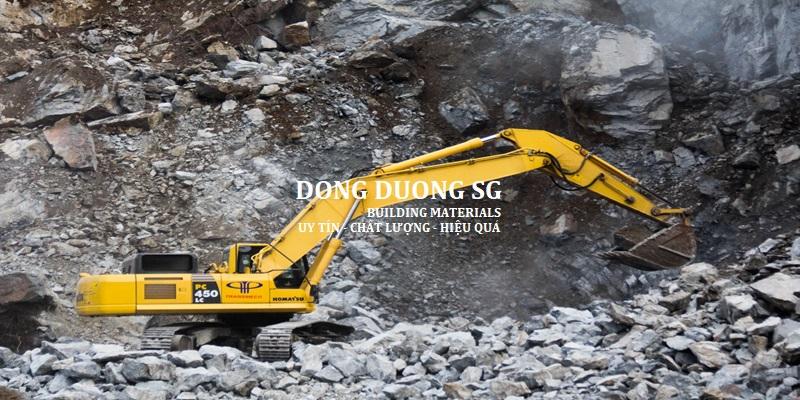 Đá xây dựng sau khi cho nổ, chuyển đá sau khi nổ qua các dây chuyền xay nghiền phân loại